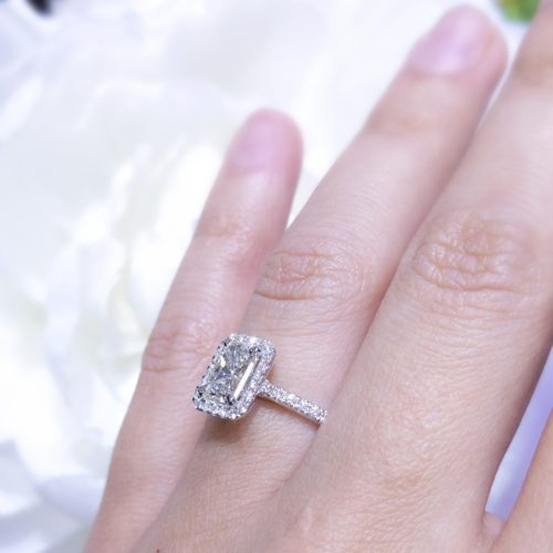 1.24 ct G VS2 Radiant Cut Halo Set 18K White Gold Engagement Ring
